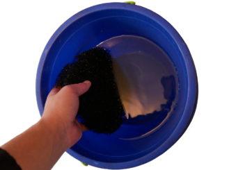 reinigung-filtermatte-aquarium-filter