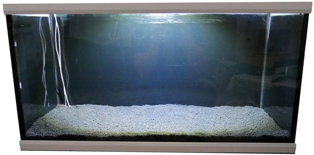 naehrboden-in-aquarium-eingefuellt